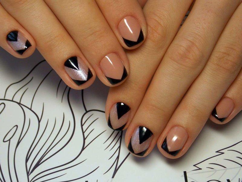 Donker Frans met geometrisch patroon
