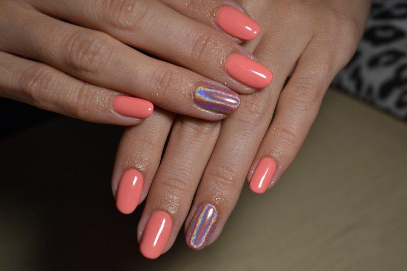 Perzik manicure met wrijven