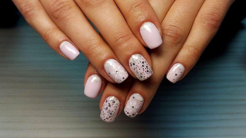 Roze nagels met mica