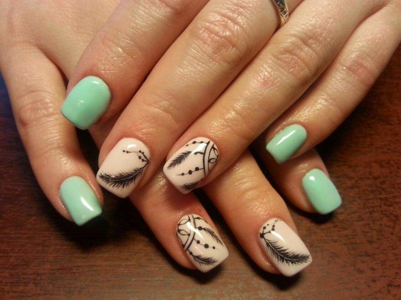 Tweekleurige nagels met een dromenvanger