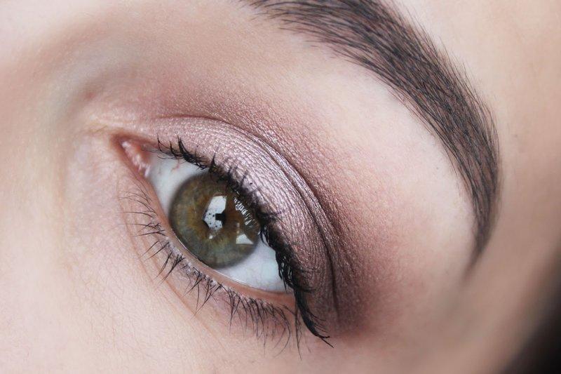 Maquillage lilas pâle pour tous les jours