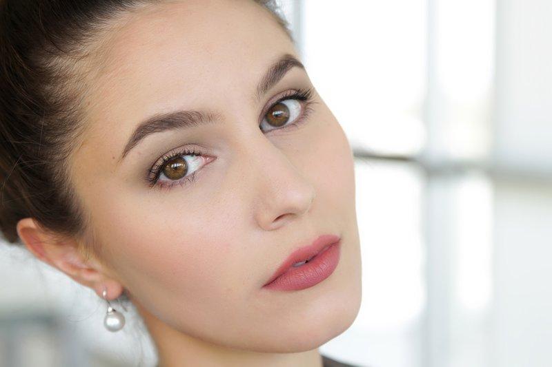 Naakte make-up voor bruine ogen