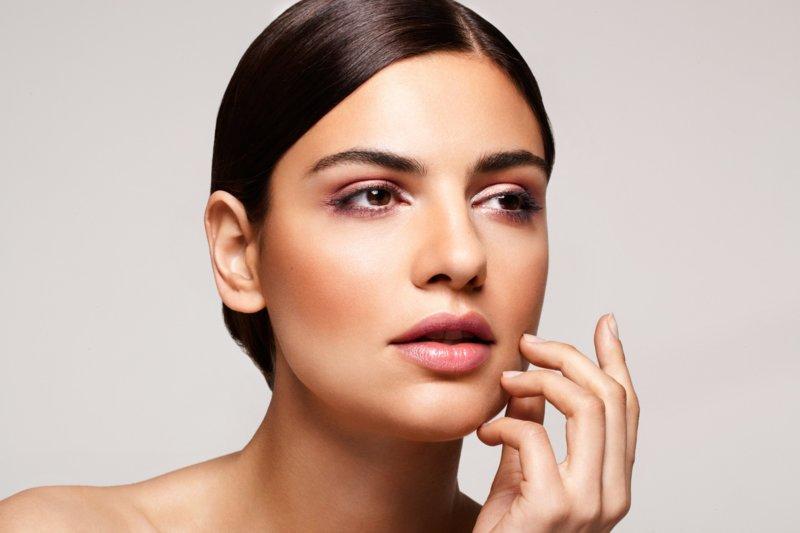 Maquillage quotidien pour les yeux bruns