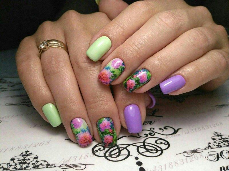 Tweekleurige manicure met dia's