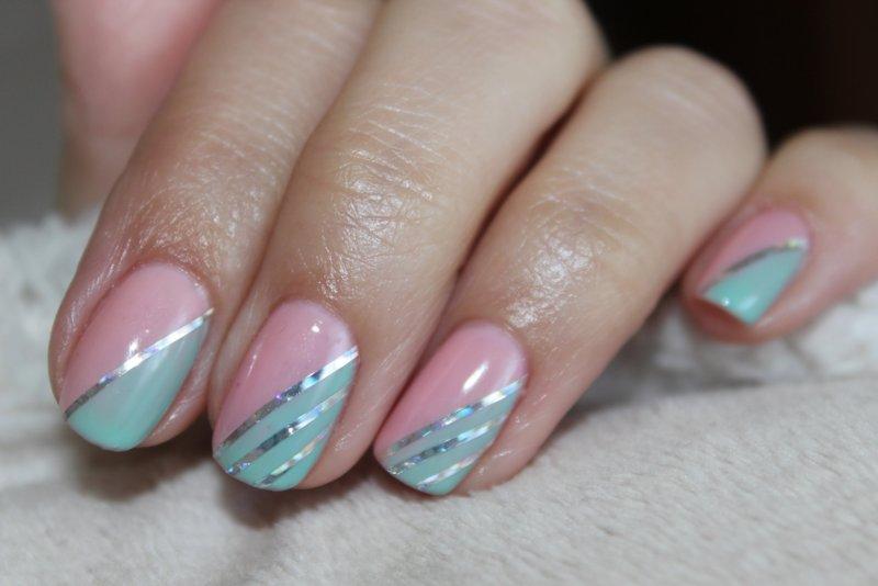 Zachte nagels met zilveren strepen