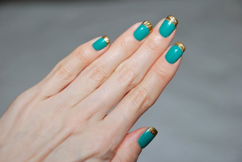 Turquoise nagels met franse folie