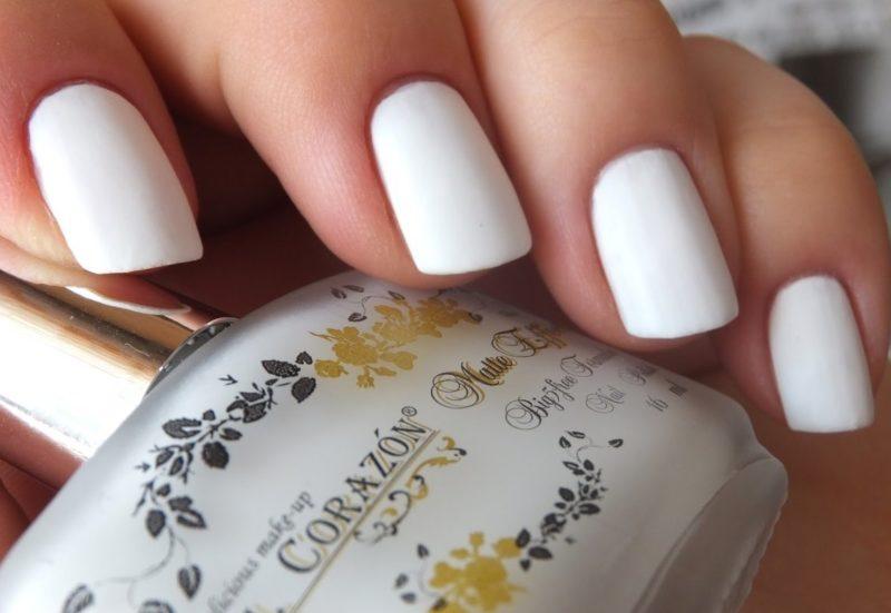 Witte manicure