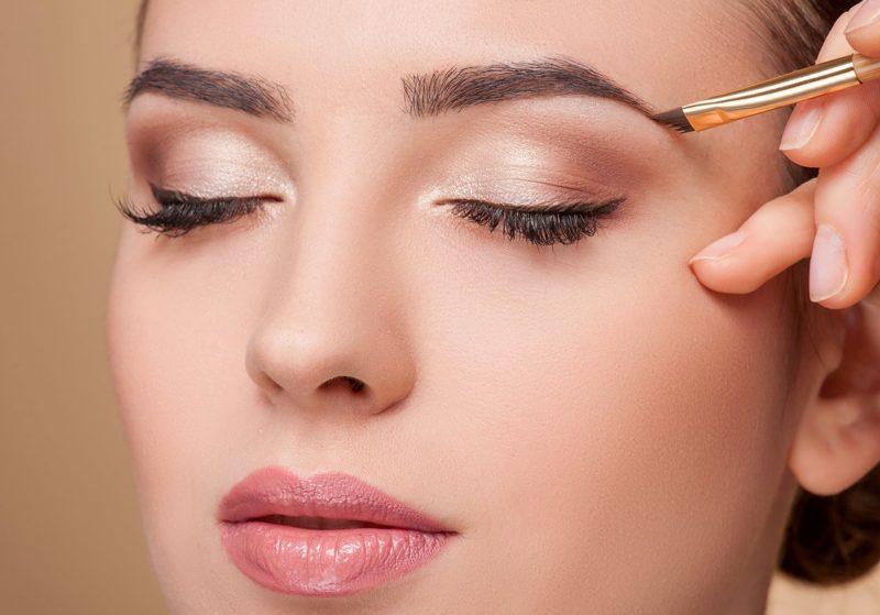 Maquillage léger au travail