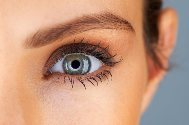 Akių vokų makiažas pilkoms akims