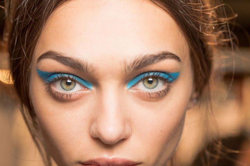 Mėlynos strėlės ant akių