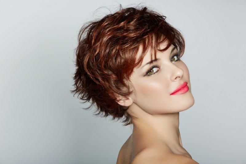 Eenvoudig stylen van kort haar in een casual stijl