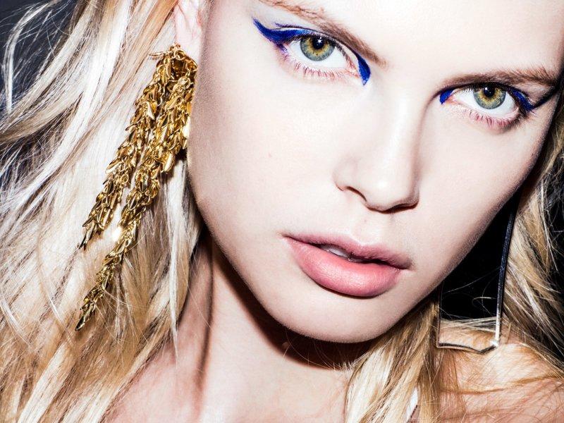 Mėlynos strėlės ant mėlynų akių
