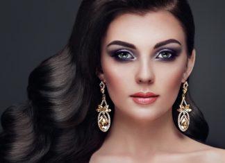 Caractéristiques de maquillage pour les brunes