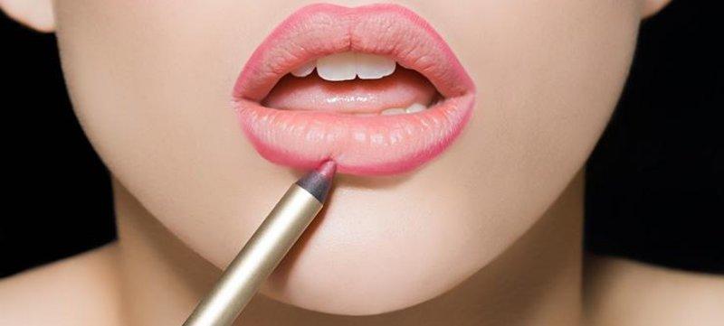 Lūpų kontūras pieštuku