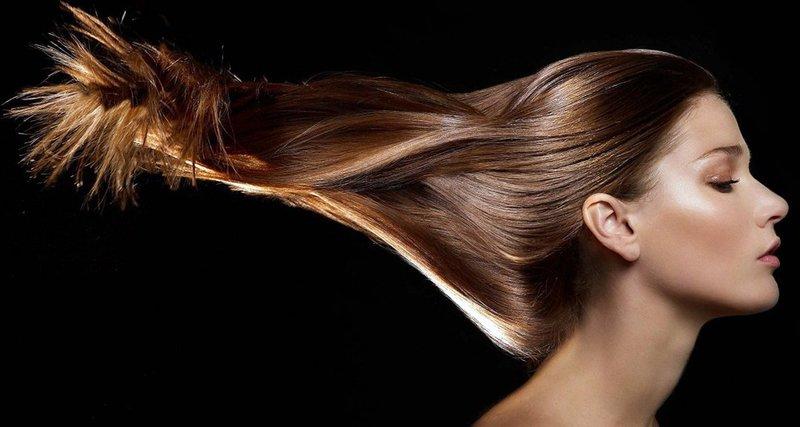 Ricinusolie wordt gebruikt om het haar te versterken.