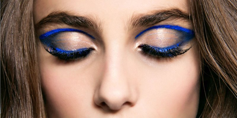 Krašto takas supjaustytas mėlynais atspalviais