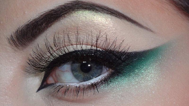 Minimalistinė katės akis su žaliais atspalviais