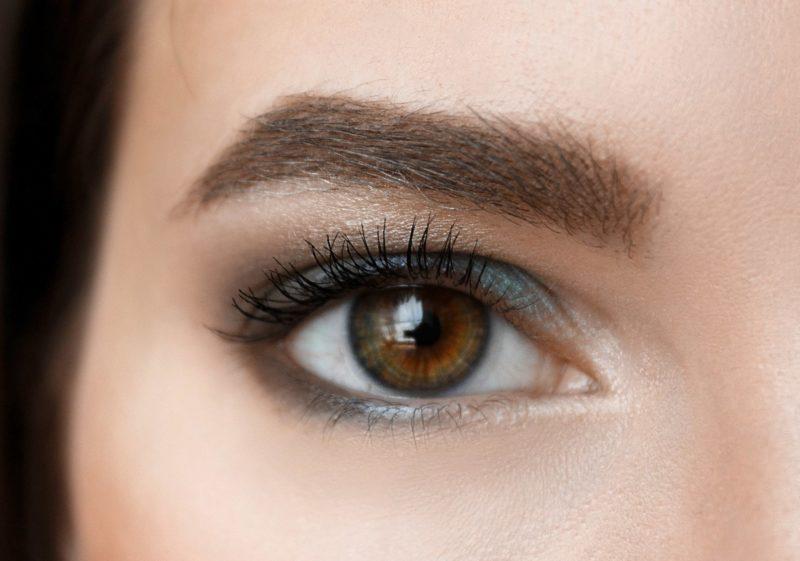Ryškus makiažas rudoms akims ir artėjančiam amžiui