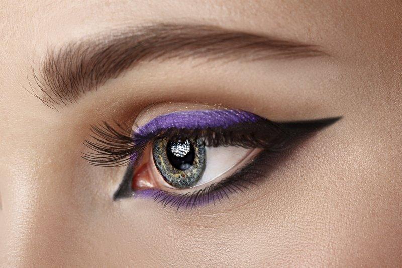 Dviejų tonų strėlės katės akies stiliumi