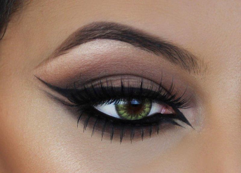 Klasikinė katės akis su strėlėmis ir nuogais šešėliais.