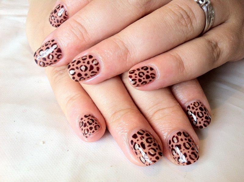 Luipaardprint op nagels