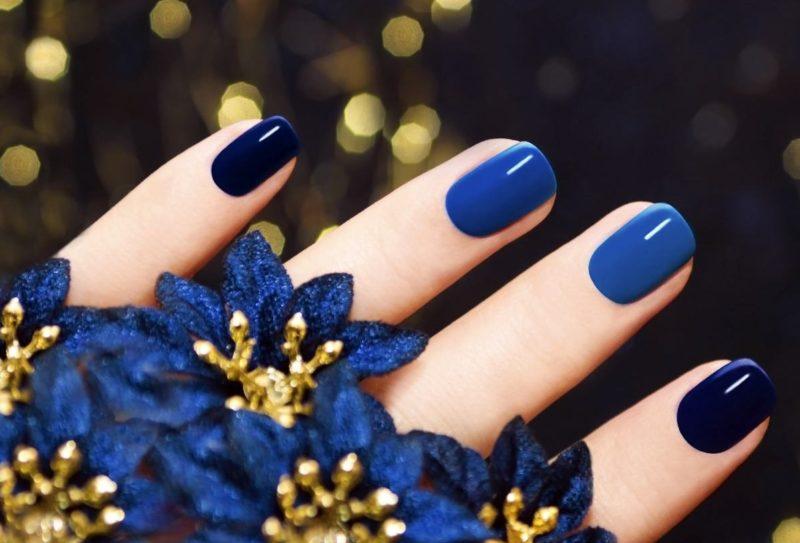 Shellac-manicure in gecombineerde blauwe tinten