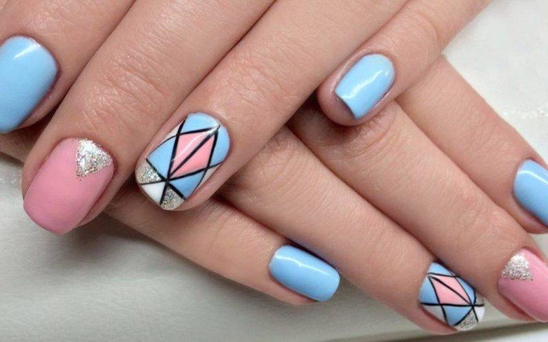 Zachte manicure met geometrie
