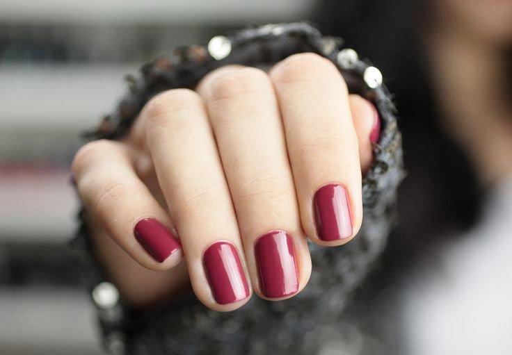 Marsala-gellak voor korte nagels