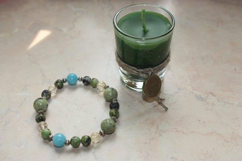 Žvakė ir apyrankė amuleto įkrovimo ritualui