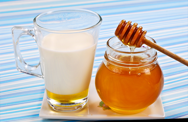 Kefir en honing voor een gistmasker