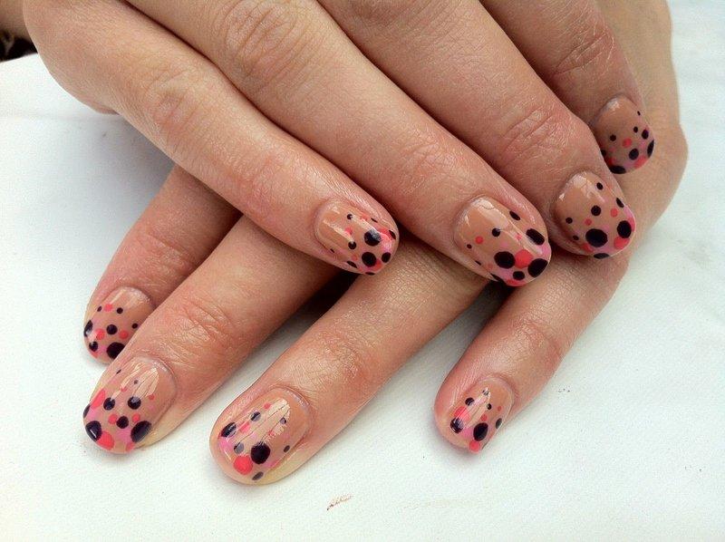 Gestippelde manicure