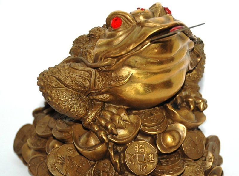 Amuletų darbo už pinigus principas