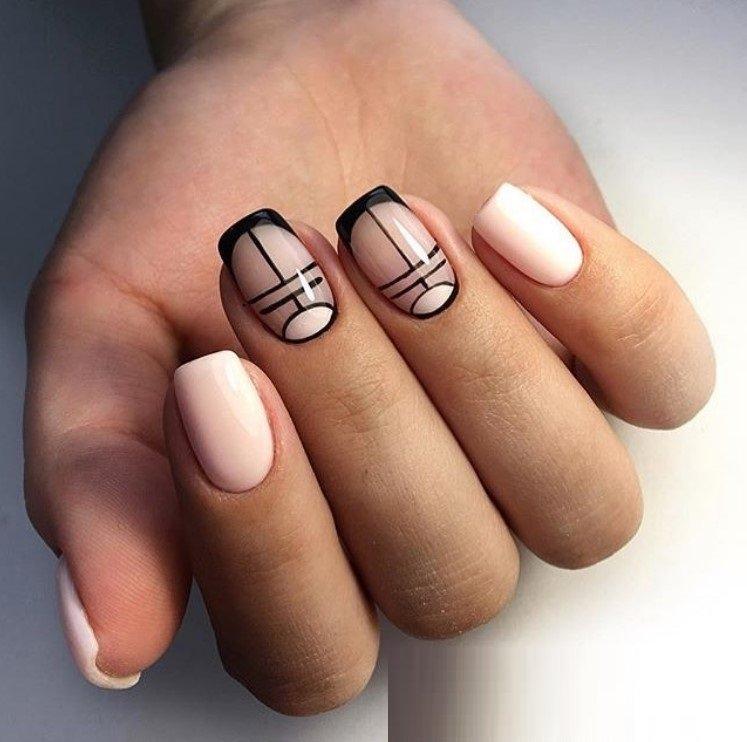 Negativ space manicure gecombineerd met afbeeldingen