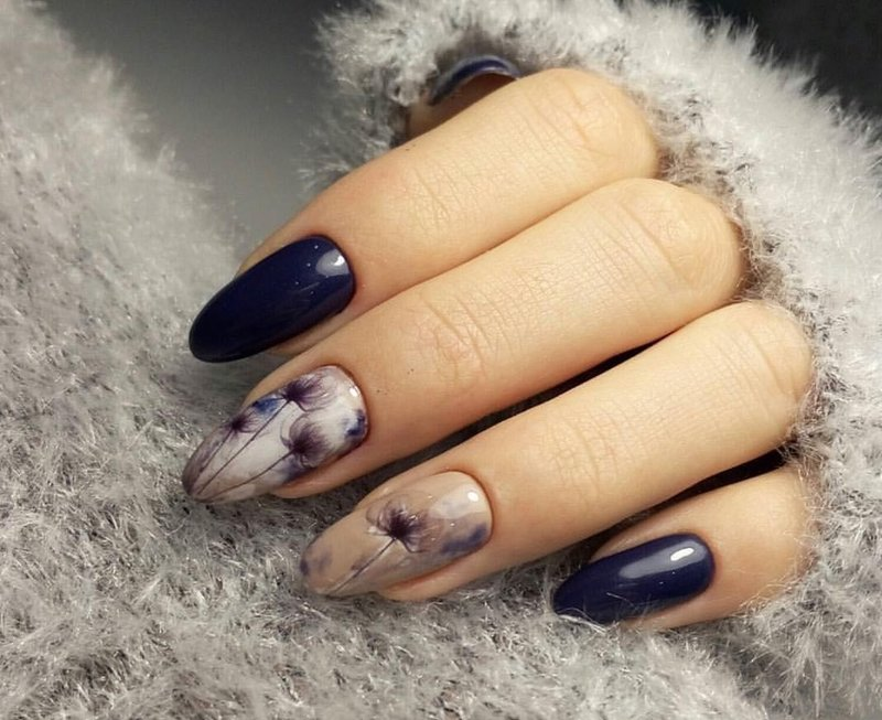 Bloemenprint op gel gepolijste nagels