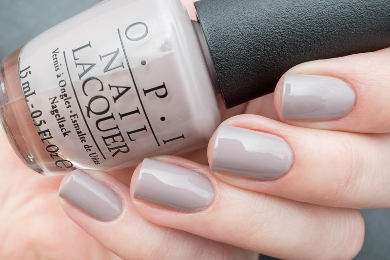 Manucure taupe solide