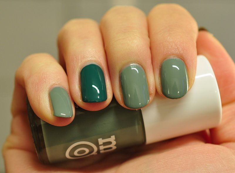 Groene ombre op korte nagels