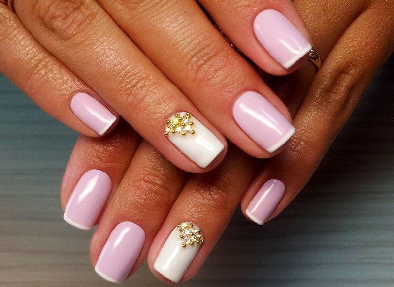 French manicure met kralen