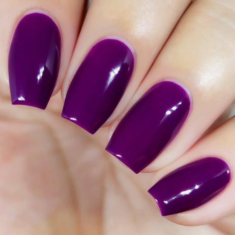 Paarse nagel gellak