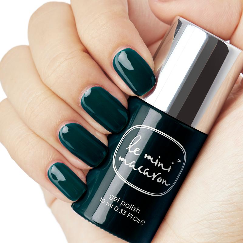 Groene manicure op korte nagels