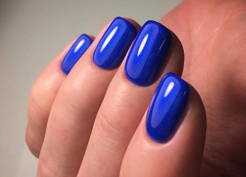 Blauwe gellak manicure