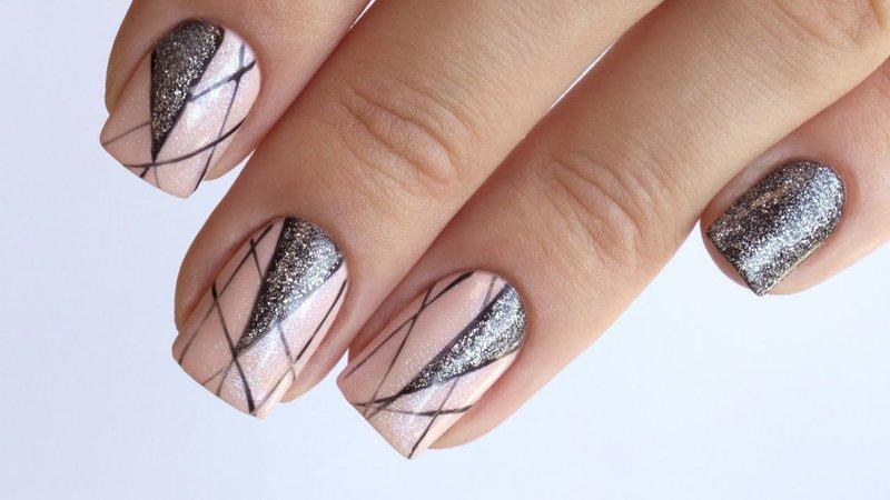 Glitter grafische manicure