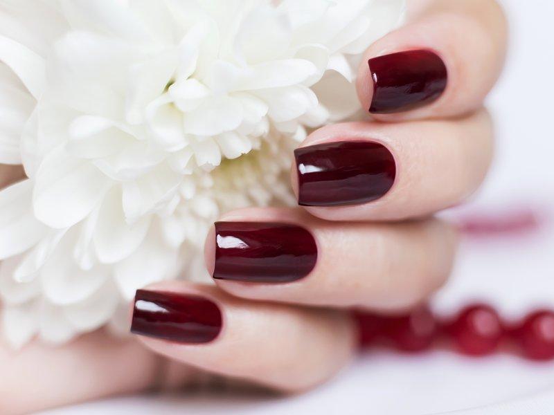 Bourgondische gellak op nagels