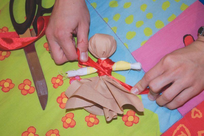Hoe maak je zelf een pop-amulet