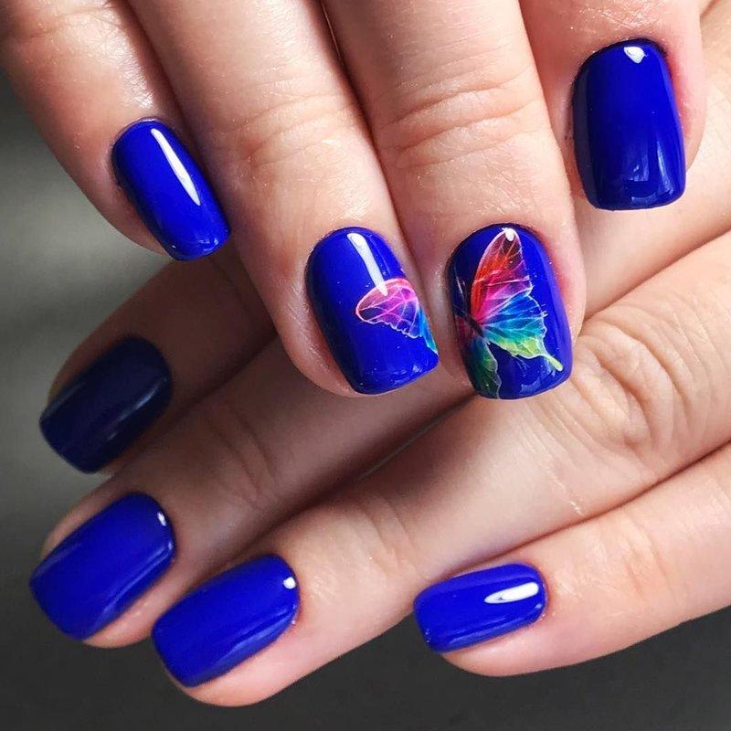 Heldere manicure met gellak