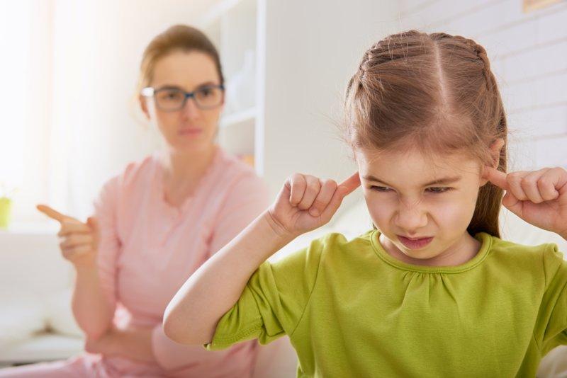 Moeder scheldt haar dochter