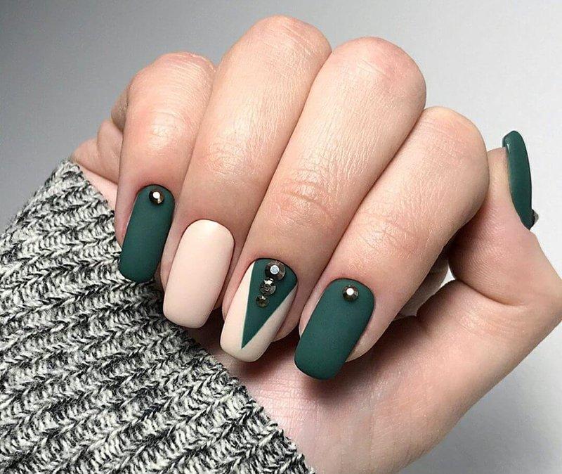 Schellak en steentjes in groene tinten