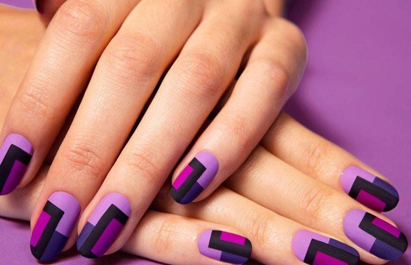Kleurblokkerende manicure met schellak