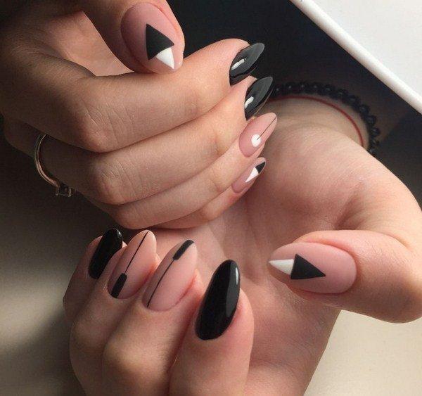 De combinatie van naakt en zwart-witte geometrie