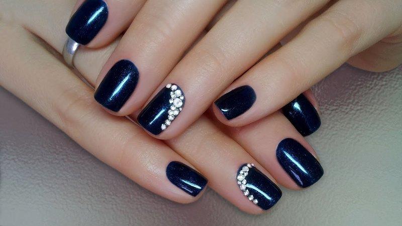 Blauwe gellak met strass steentjes