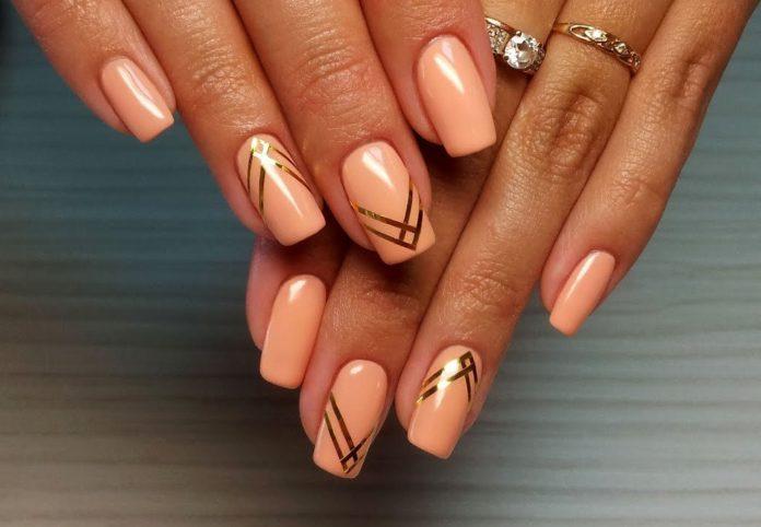 Nieuwe manicure met schellak
